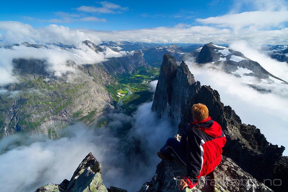 Et mektig utsyn mot Trollveggen og Romsdalen møter den som tar turen til Store Trolltind, Rauma, Møre og Romsdal.<br>Bildenr 20060808-129.