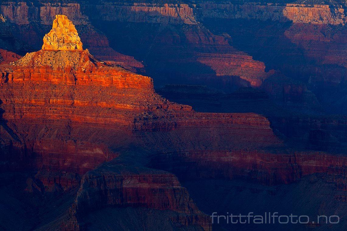 Kveldssola varmer Zoroaster Temple ved Grand Canyon, Arizona, USA.