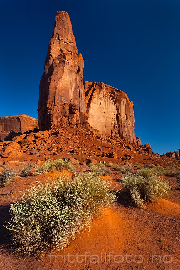 Fjellformasjon ved Raingod Mesa i Monument Valley, Arizona, USA.