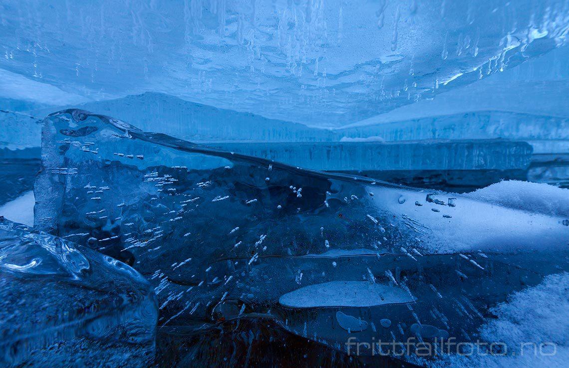 Under isflak på Båtberget ved Nisser, Telemark.