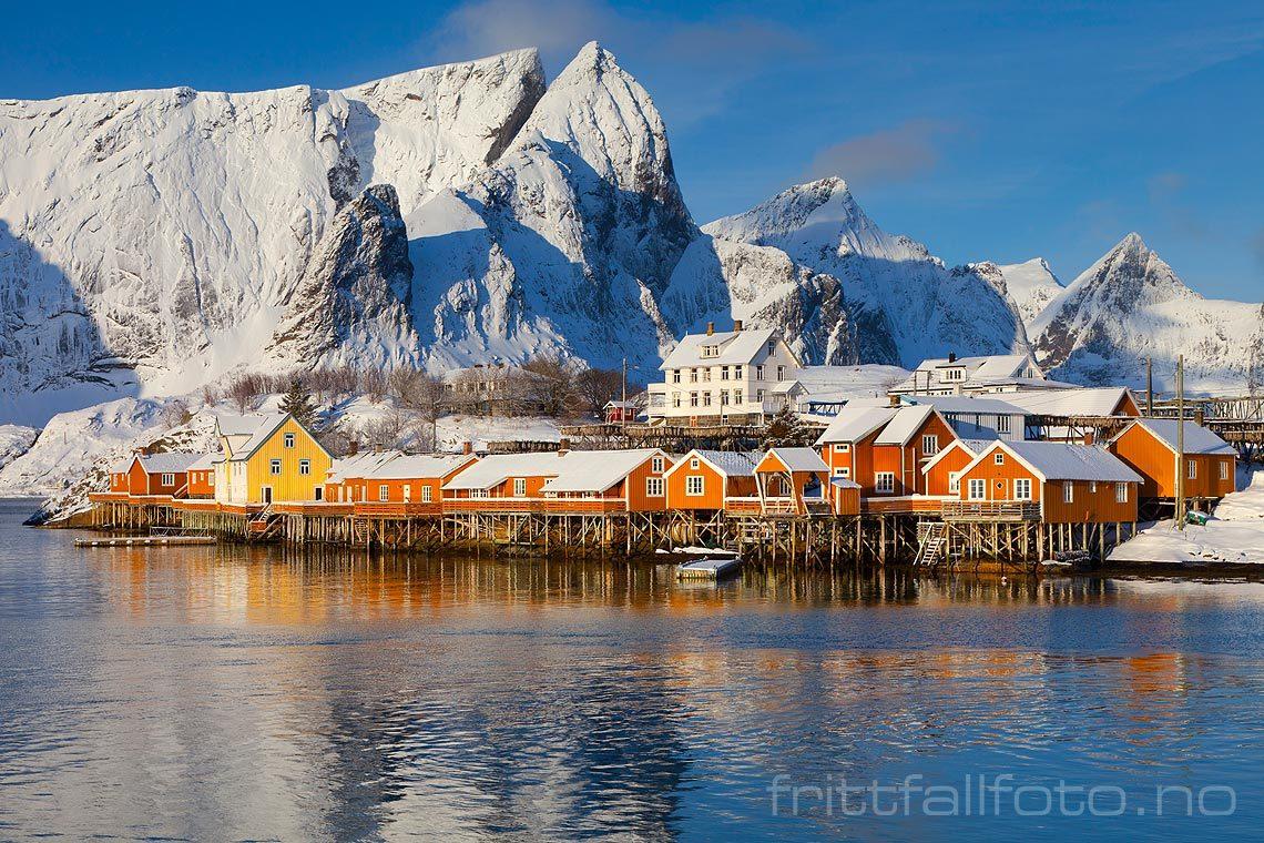 Vinterdag ved Sakrisøy på Moskenesøya, Lofoten, Nordland.