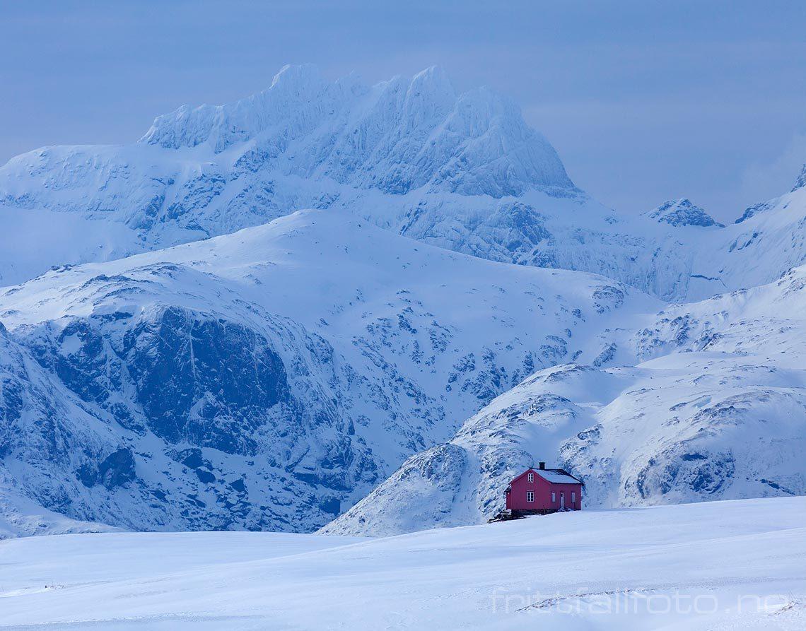Slik bor en ekte nordlending. Fra Vestvågøya i Lofoten, Nordland.