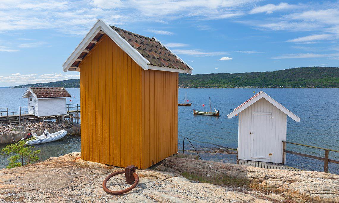 Gamle badehus brukt til omkledning nær Hvitsten ved Oslofjorden, Vestby kommune, Akershus.