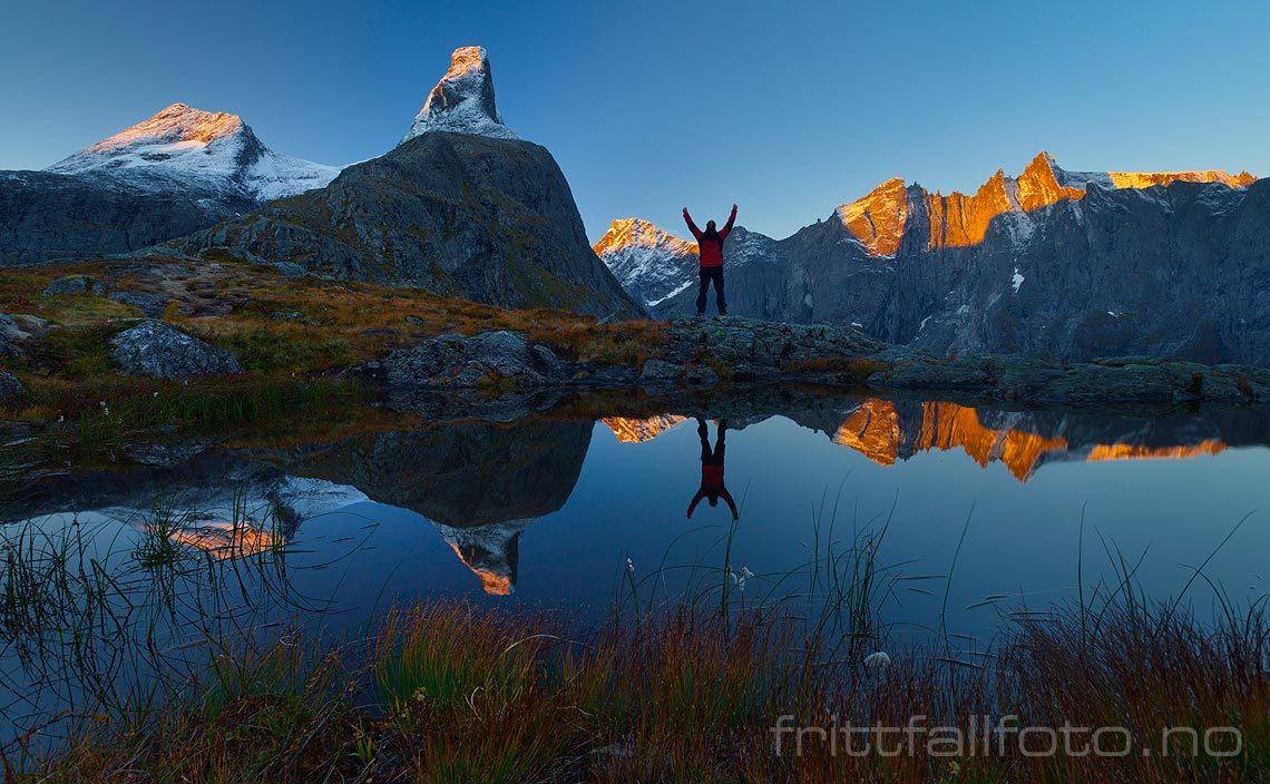 Septembermorgen på Litlefjellet ved Romsdalen, Rauma, Møre og Romsdal.<br>Bildenr 20120923-027.