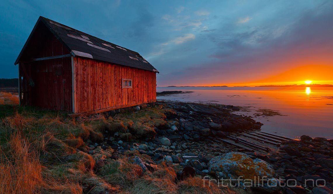 Vårkveld ved Breidvika på Harøya, Ålesund, Møre og Romsdal.<br>Bildenr 20130510-227.