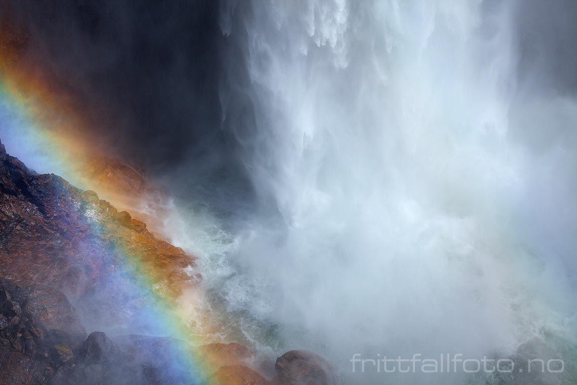 Månafossen dundrer 90 m ned i juvet nær Frafjord, Gjesdal, Rogaland<br>Bildenr 20140518-613.