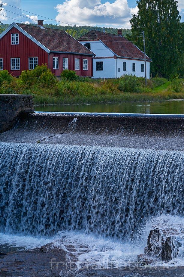 Ved Verkensdammen i Hakadalselva nær Hakadal Verk, Nittedal kommune, Akershus.
