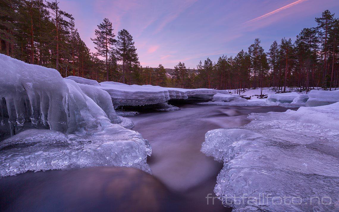 Vinterkveld ved Åseåa, Bø i Telemark.