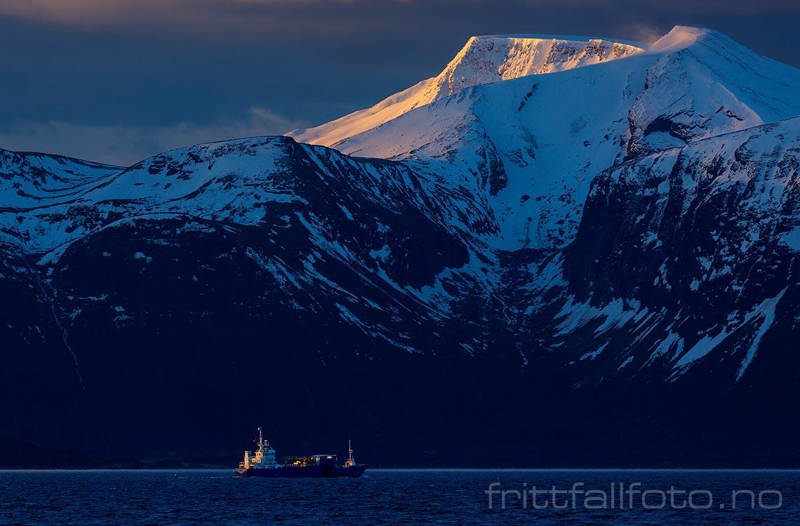 Tidlig morgen på Harøyfjorden, Sandøy, Møre og Romsdal.