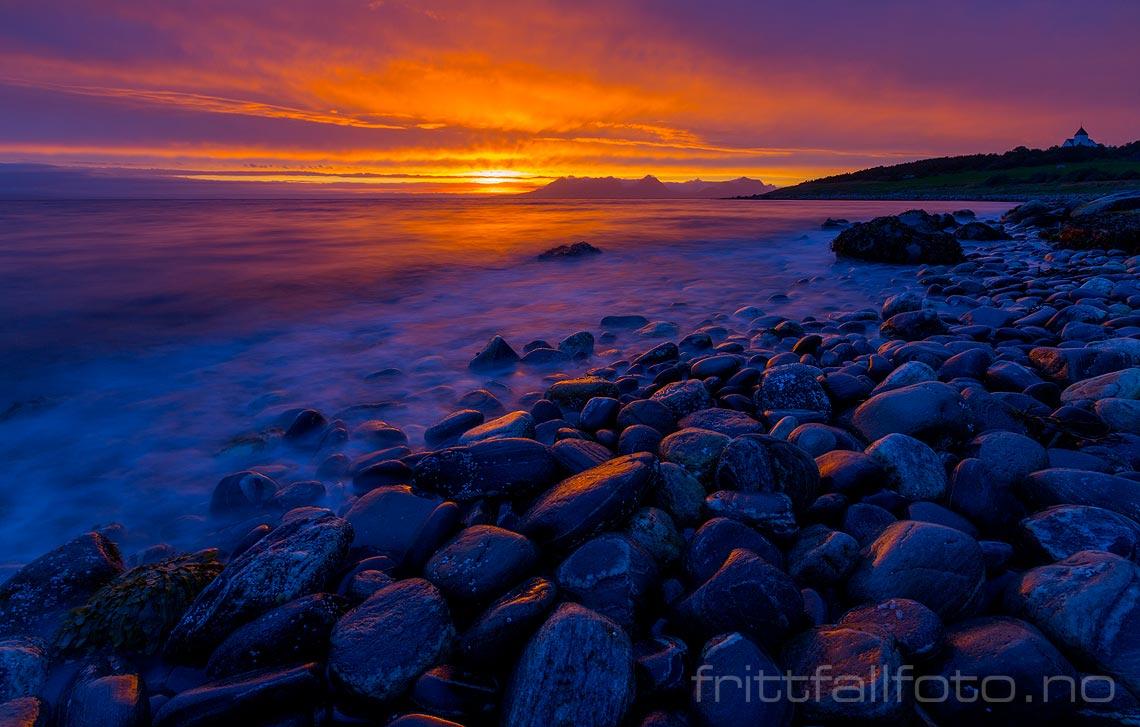 Solnedgang over Vågsfjorden og Senja sett fra Andørja, Ibestad, Troms.