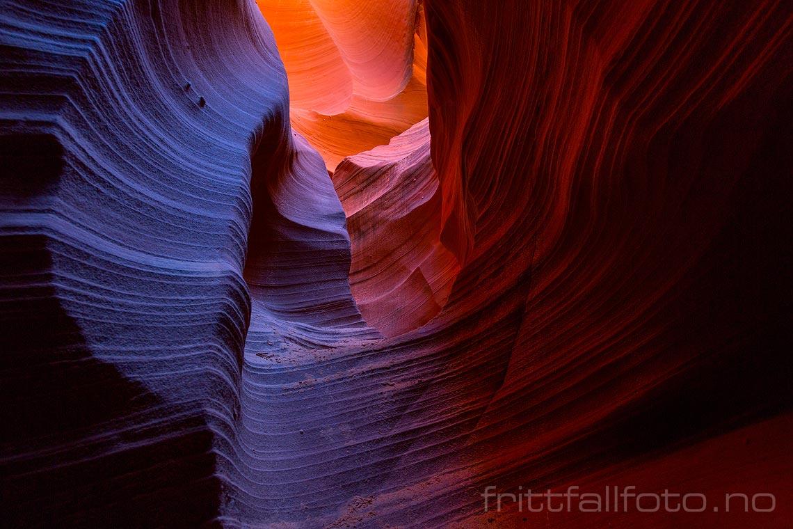 Eventyrlige farger og fjellformasjoner i Rattlesnake Canyon nær Page, Arizona, USA.<br>Bildenr 20170405-181.
