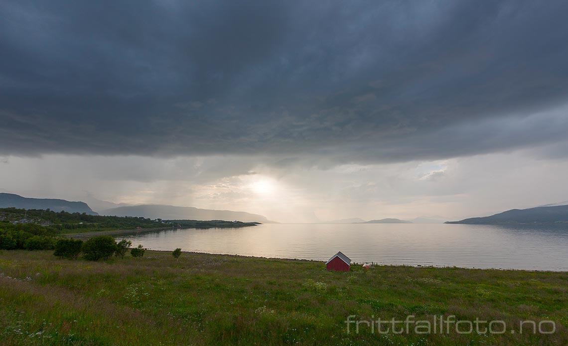 Kveldssola kjemper med regnbygene over Kvænangen, Troms og Finnmark.<br>Bildenr 20170729-333.