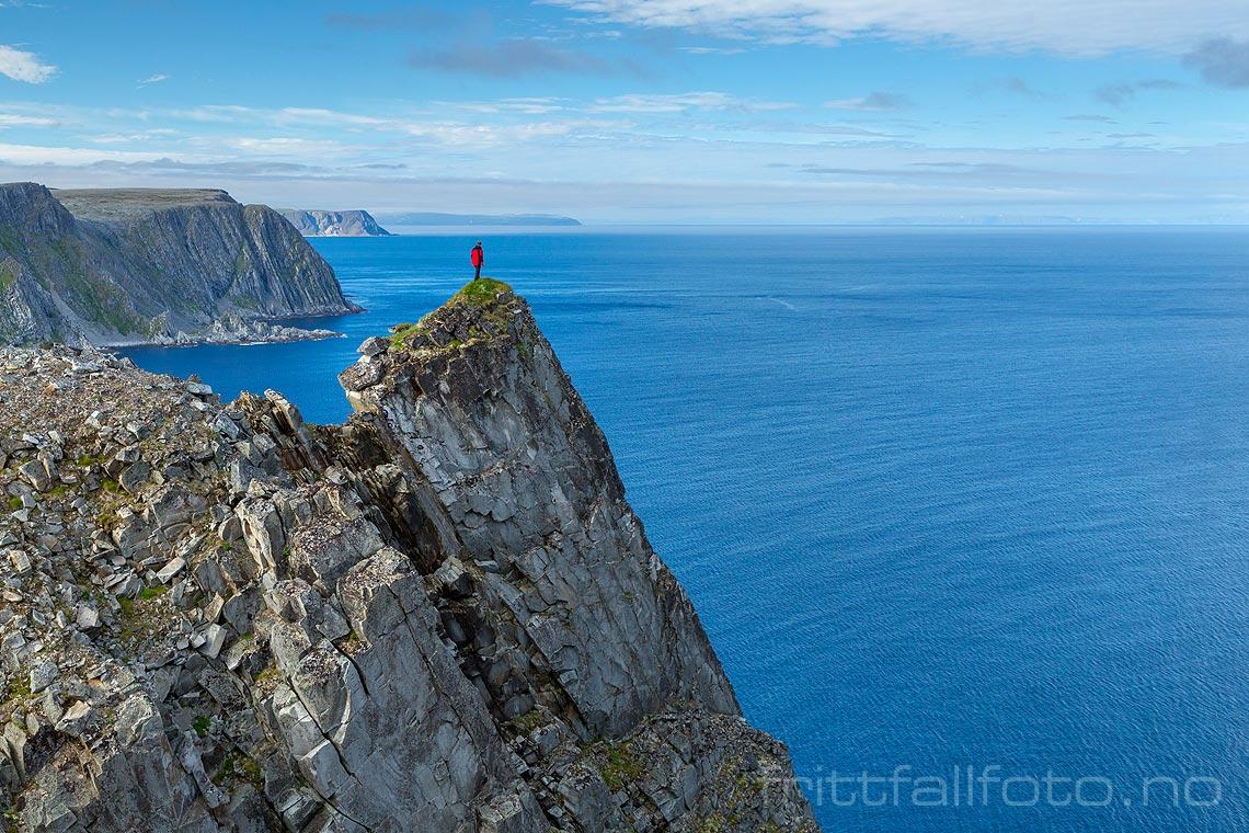 Kinnarodden på Nordkinnhalvøya føles som verdens ende. Det er nordligste punkt på det europeiske fastlandet, og ligger i Lebesby, Troms og Finnmark.<br>Bildenr 20170801-268.