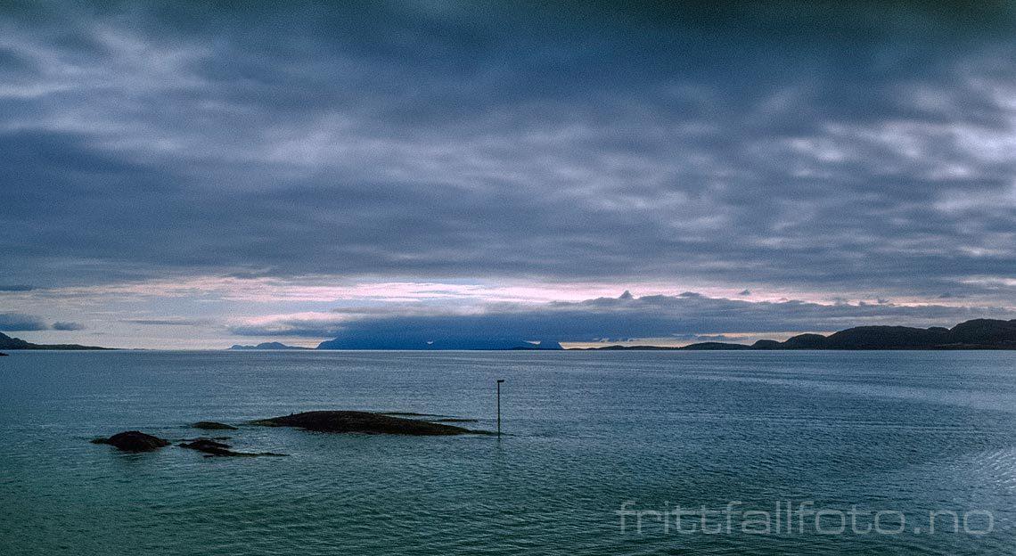 Kveld nær Stokka ved Stokkafjorden, Vevelstad, Nordland.<br>Bildenr 19980707-02-26.