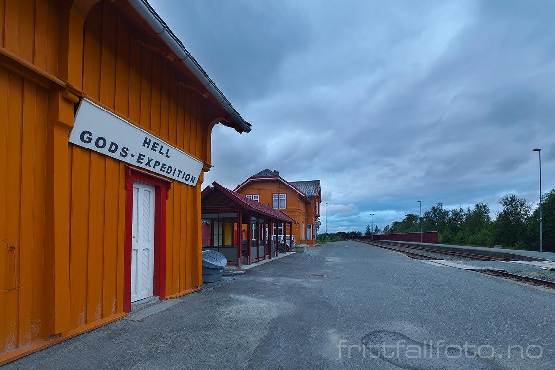 Ved Hell stasjon nær Stjørdal, Stjørdal, Trøndelag.<br>Bildenr 20120713-479.