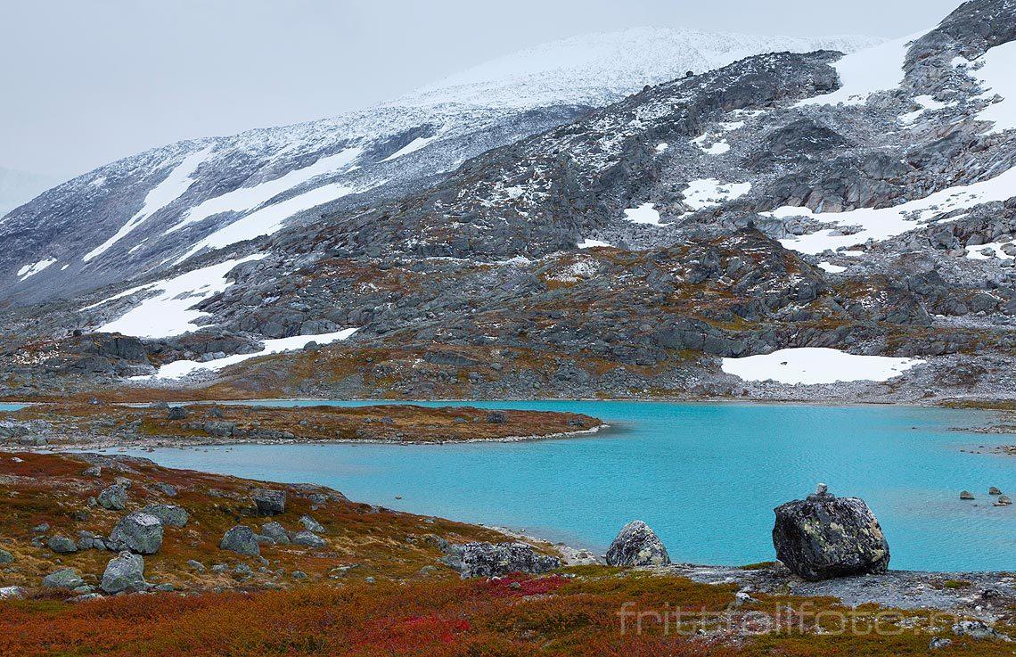 Vinteren nærmer seg ved Vassvendtjønnin på Strynefjellet, Skjåk kommune, Oppland.