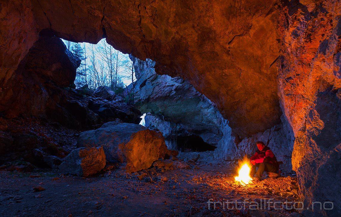 Bålkos i et gammelt feltspatbrudd nær Hynnekleiv, Froland kommune, Aust-Agder.