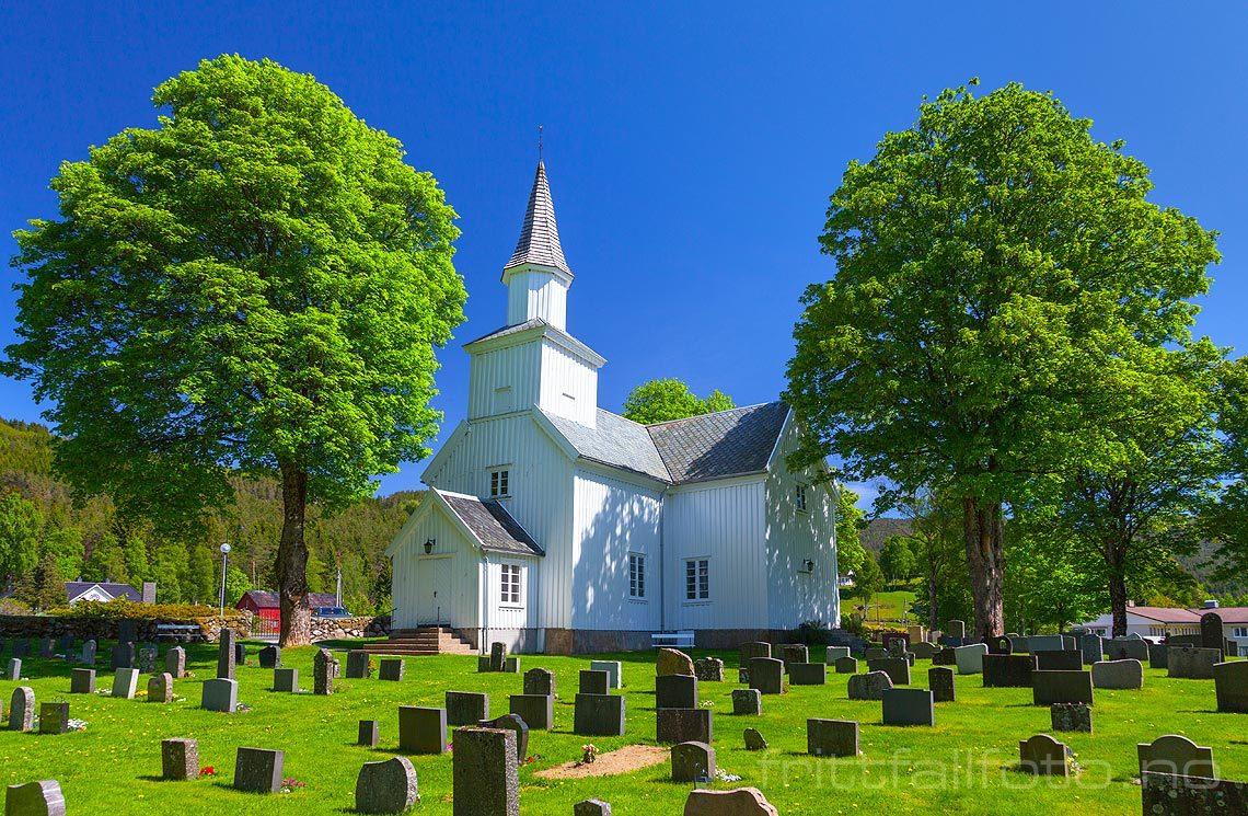 Eiken kyrkje nær Eiken, Hægebostad kommune, Vest-Agder.