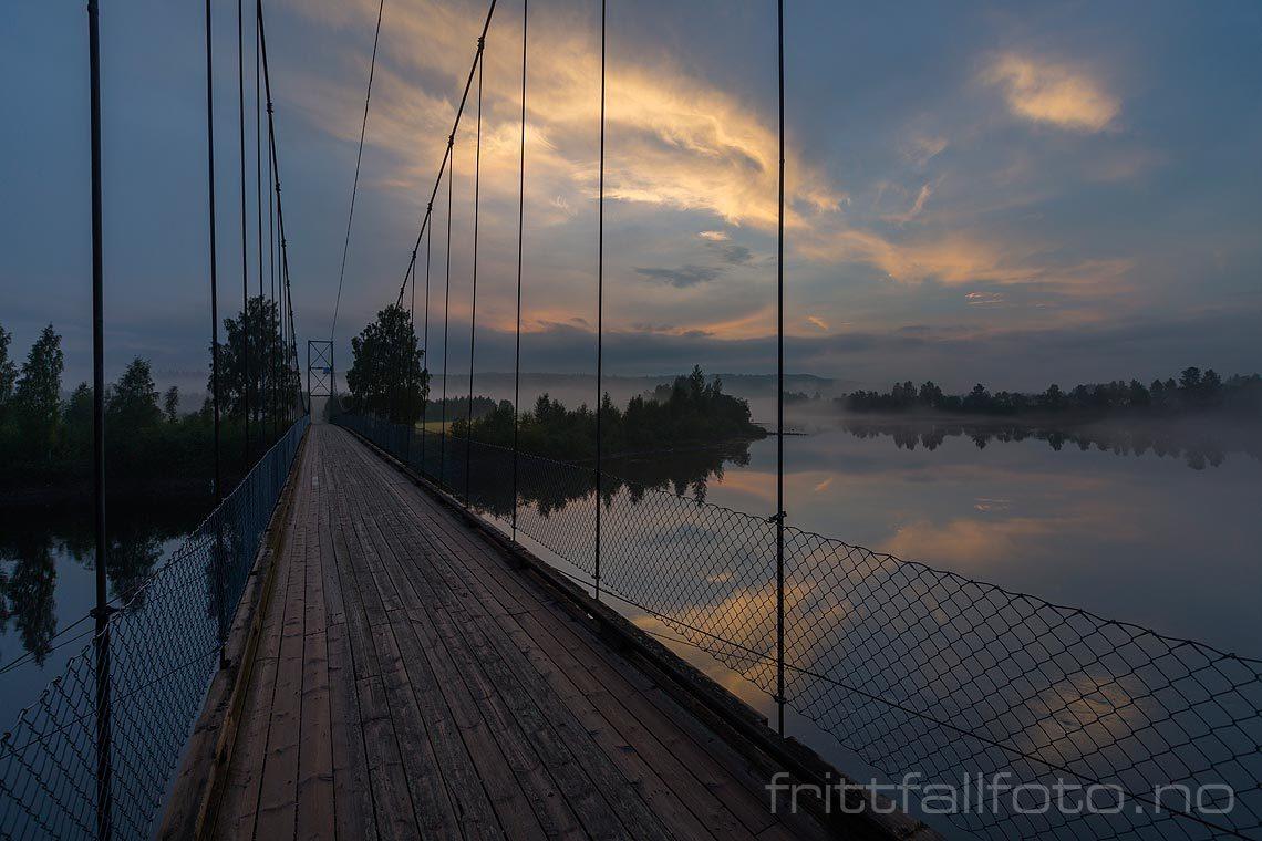 Kveld ved Glomstadfoss bru over Glomma nær Åsta i Østerdalen, Åmot, Innlandet.<br>Bildenr 20140803-106.