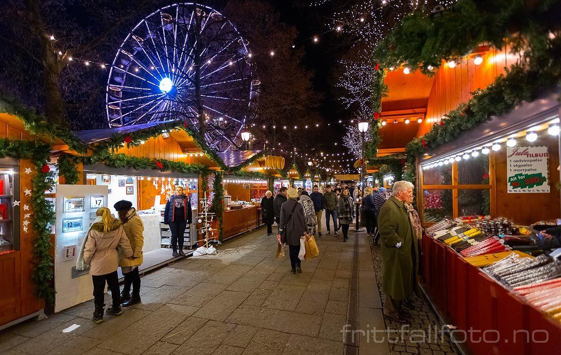 Julemarked ved Eidsvolls Plass, Oslo.<br>Bildenr 20151210-212.