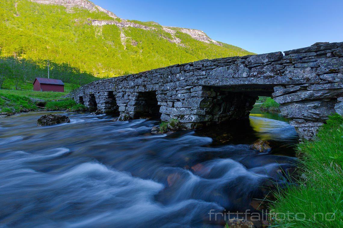 Ved Ytredalsbrua i Ytredalen, Høyanger kommune, Sogn og Fjordane.