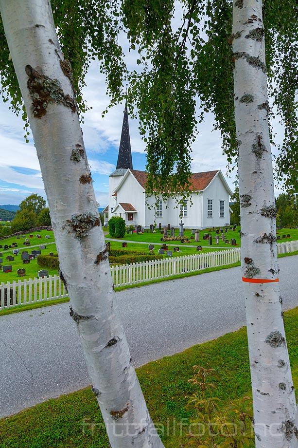 Ved Fluberg kirke nær Fluberg, Søndre Land kommune, Oppland.