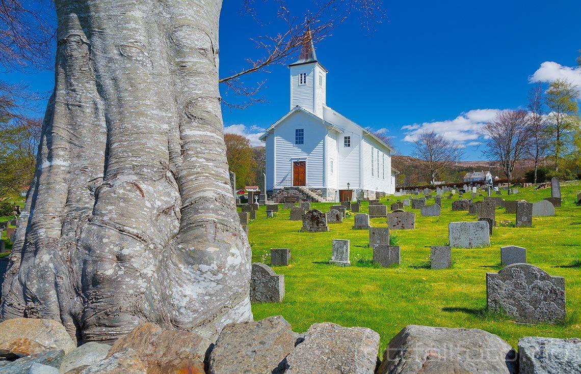 Fitjar kirke ved Fitjar på Stord, Fitjar, Vestland.<br>Bildenr 20170507-216.
