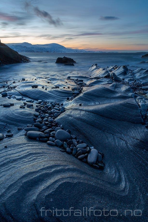 Iskald vinterkveld ved Revsbotn i Måsøy, Finnmark.