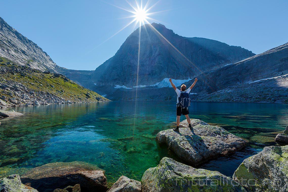 Sommermorgen under Presttinden i Tysfjord, Nordland.