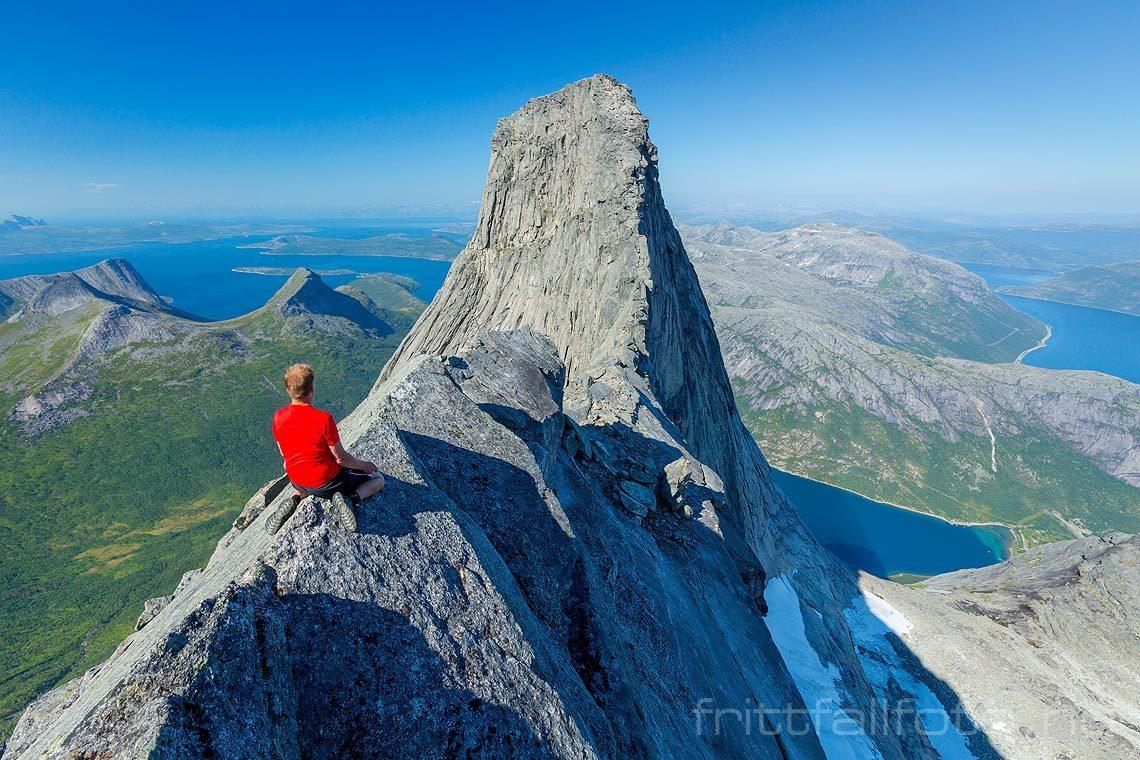 Luftig opplevelse ved Stetinden i Tysfjord, Nordland.