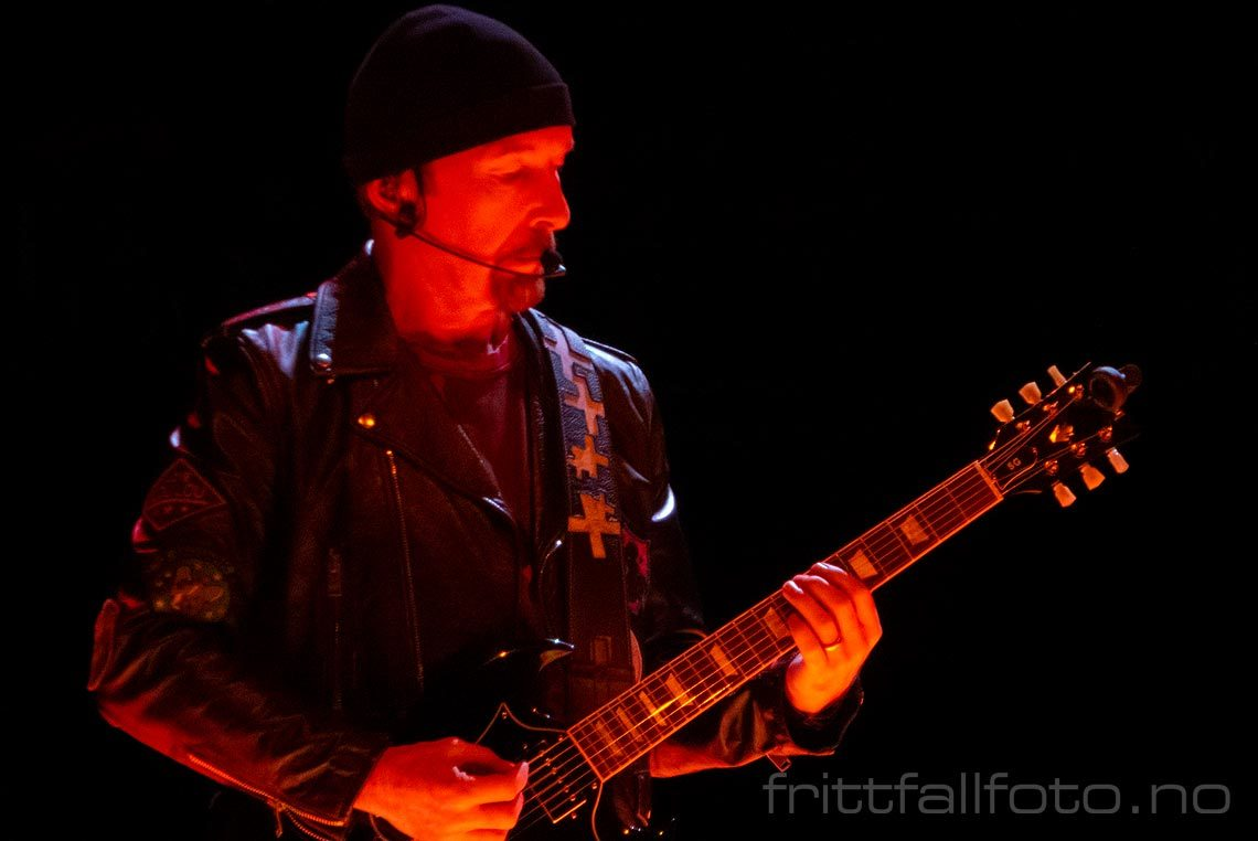 U2's The Edge under en konsert i Ziggo Dome, Amsterdam, Nederland.