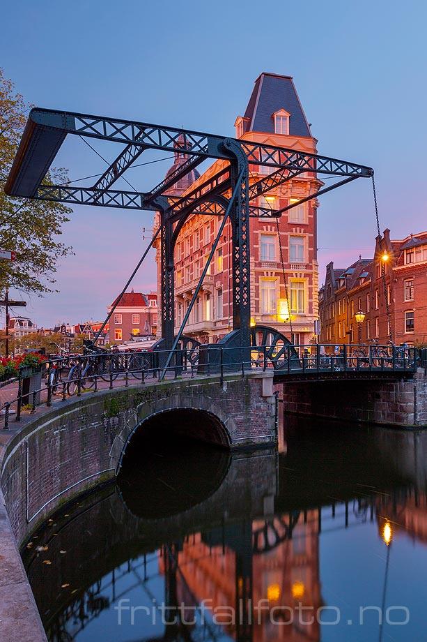 Morgen ved Aluminiumbrug, Amsterdam, Nederland.
