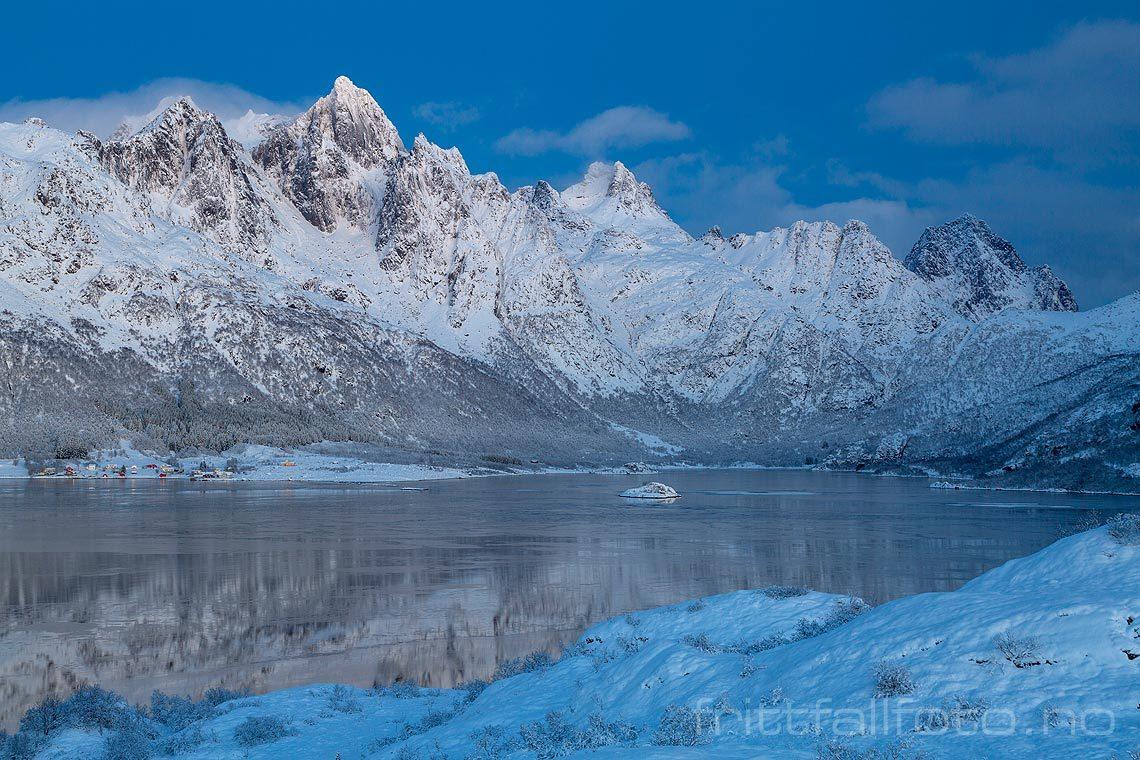Vinterkveld ved Austnesfjorden i Lofoten, Vågan, Nordland.