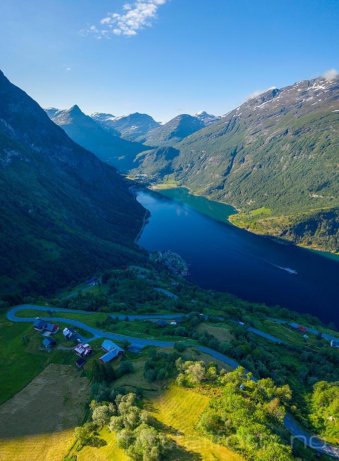 Ørnevegen svinger seg opp fjellsiden ved Geirangerfjorden, Stranda, Møre og Romsdal.<br>Bildenr 20190615-0214-0223.