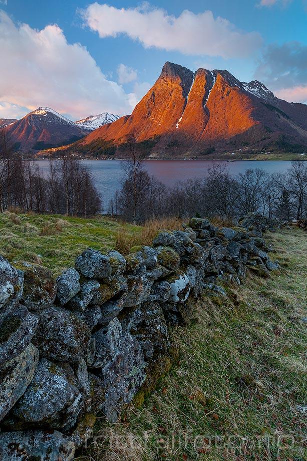 Aprilkveld ved Ørstafjorden, Ørsta, Møre og Romsdal.<br>Bildenr 20190409-470.