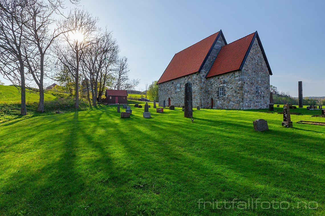Ettermiddag ved Berg gamle kirke, Larvik, Vestfold og Telemark.<br>Bildenr 20190429-010.