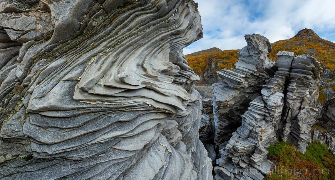 Fantastiske fjellformasjoner ved Revsbotn, Måsøy, Troms og Finnmark.<br>Bildenr 20190923-0689-0694.