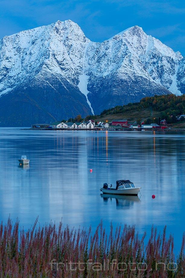 Stille morgen ved Rotsundet, Nordreisa, Troms og Finnmark.<br>Bildenr 20190924-0012.