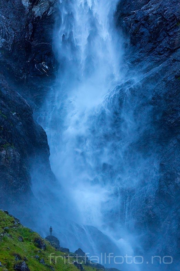 Ved den enorme Mardalsfossen i Eikesdal, Molde, Møre og Romsdal.<br>Bildenr 20150819-418.