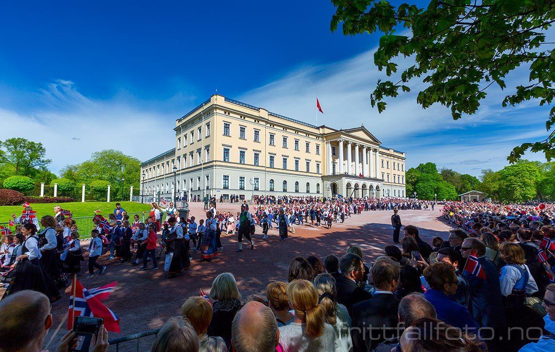 Nasjonaldagsfeiring ved Det Kongelige Slott, Oslo.<br>Bildenr 20160517-382.