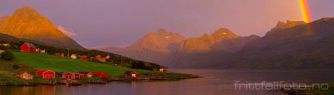 Magisk sommerkveld ved Åndervåg på Andørja, Ibestad, Troms og Finnmark.<br>Bildenr 20160808-558-562.