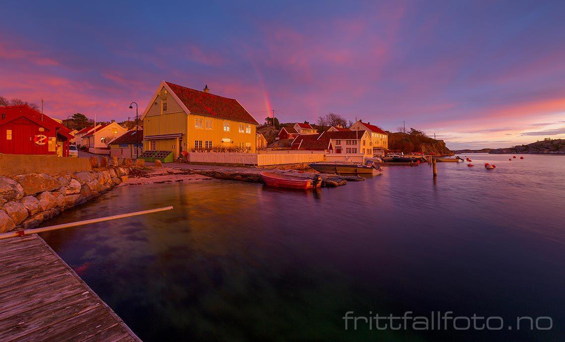 Fargerik novemberkveld i Brekkestø på Justøya, Lillesand, Agder.<br>Bildenr 20161125-154.