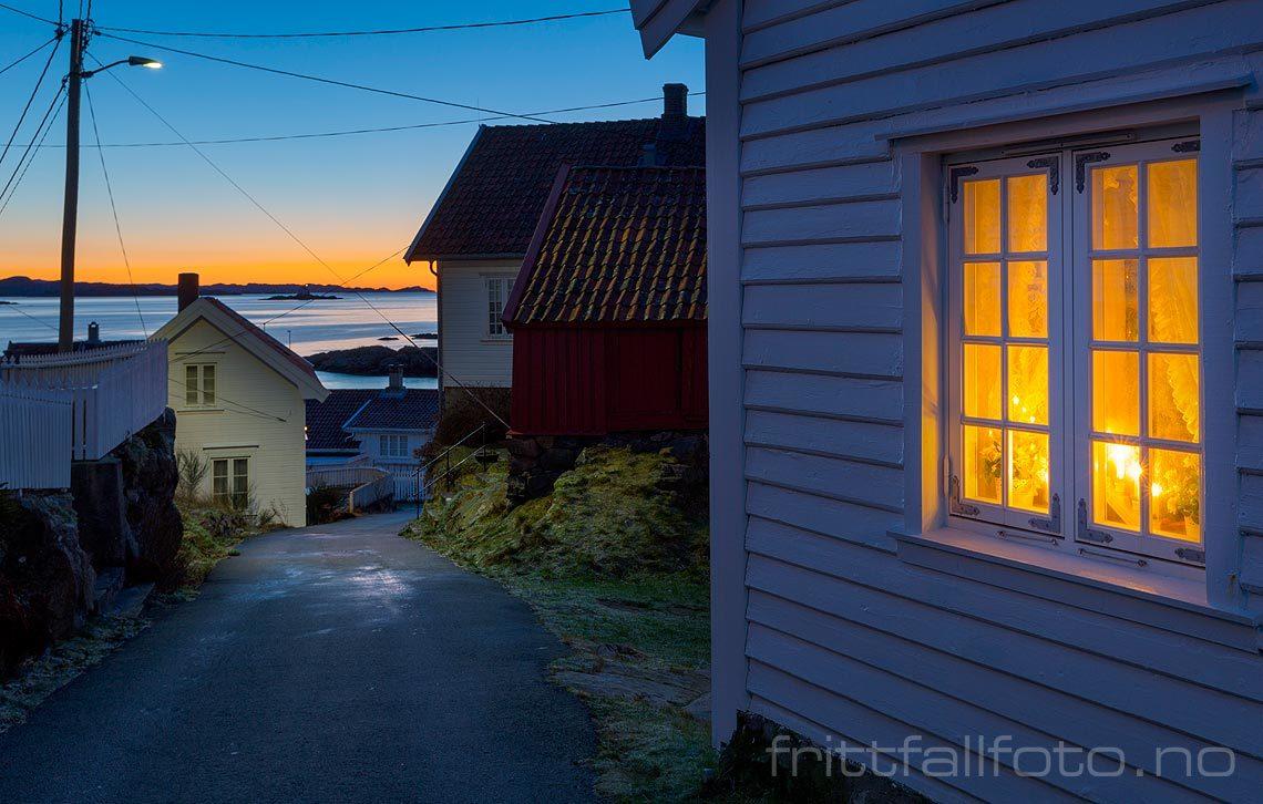 Morgenlys ved Loshavn på Lista, Farsund, Agder.<br>Bildenr 20171216-020.