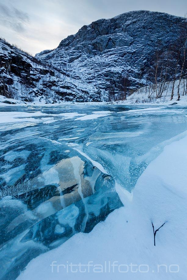 Blåis på Eibyelva, Alta, Troms og Finnmark.<br>Bildenr 20180210-211.