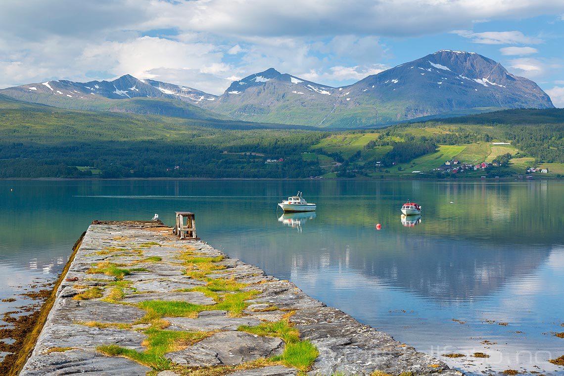 Stille sommerdag ved Soløy, Lavangen, Troms og Finnmark.<br>Bildenr 20180730-079.