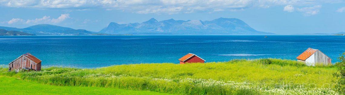 Sommerdag ved Astafjorden, Tjeldsund, Troms og Finnmark.<br>Bildenr 20180730-379-384.