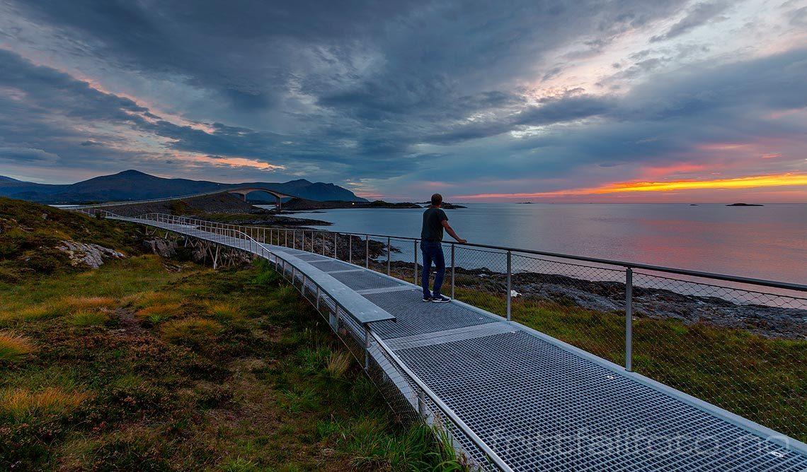 Varm septemberkveld ved Atlanterhavsvegen, Averøy, Møre og Romsdal.<br>Bildenr 20180908-1656.