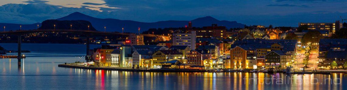 Kveld ved Sørsundet, Kristiansund, Møre og Romsdal.<br>Bildenr 20180908-1660-1663.