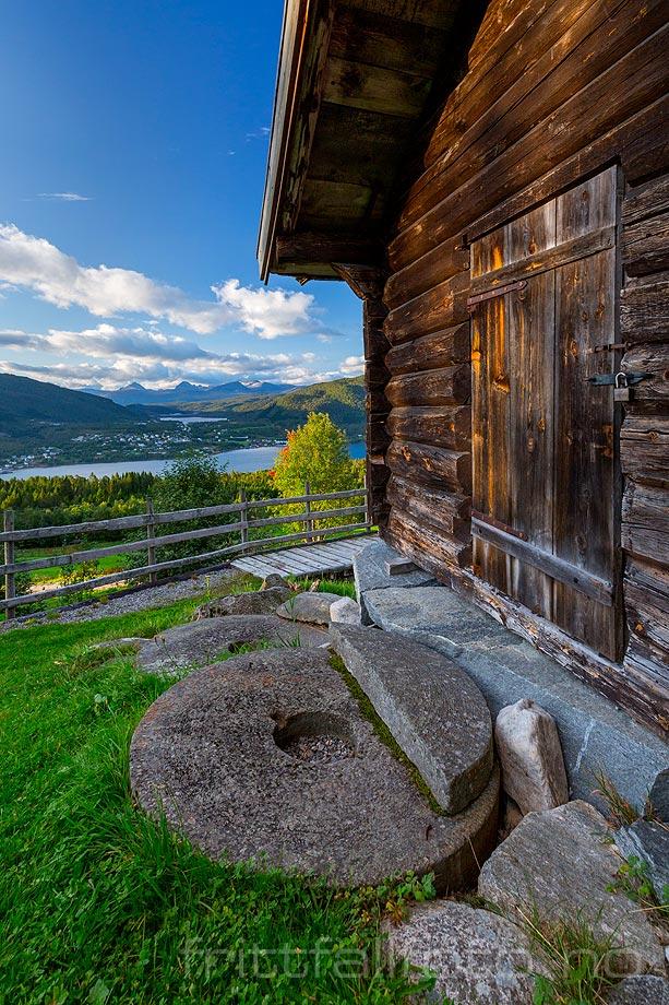 Ved Tingvoll museum, Tingvoll, Møre og Romsdal.<br>Bildenr 20180909-148.