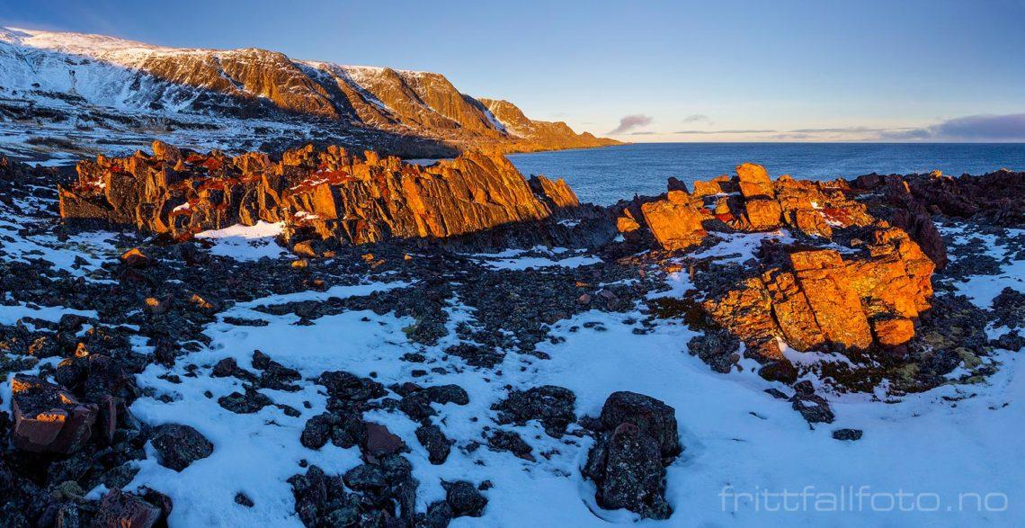 En sjeldent stille vinterdag ved Persfjorden på Varangerhalvøya, Vardø, Troms og Finnmark.<br>Bildenr 20181102-0532-0541.